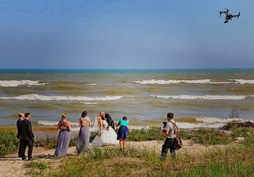 Zdjęcie główne Filmowanie dronem ślubów